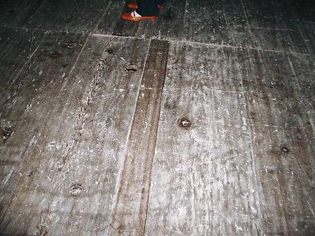 千貫櫓 床の節穴