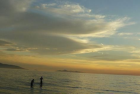 恋人達と夕暮の海♪