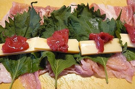 豚肉に梅とチーズを巻き巻き♪