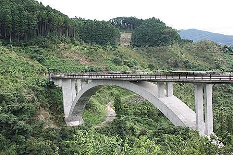 大きな橋の上から・・・