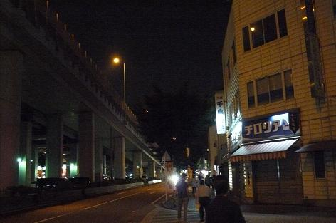 夜の通りを・・・♪