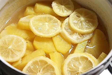 果肉はレモン煮♪
