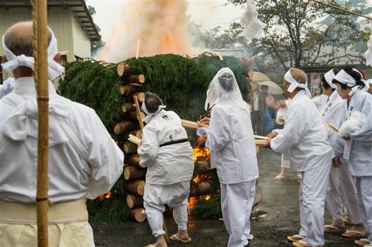 火渡り祭-60