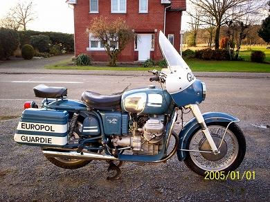 Moto Guzzi V7 Police rh