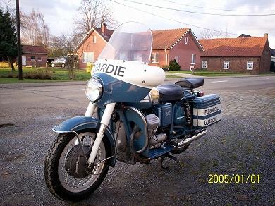 Moto Guzzi V7 Police lh fr