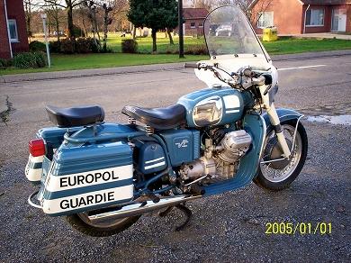 Moto Guzzi V7 Police rh rear