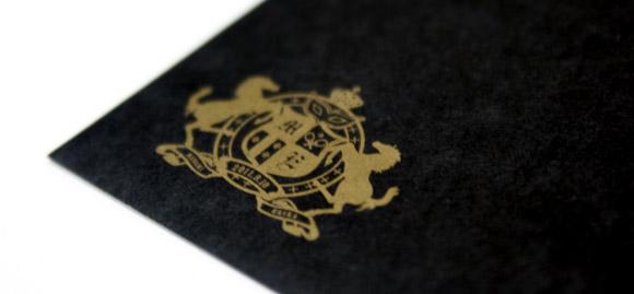 オリジナルシンボルマーク、黒封筒にゴールド