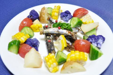 カラフル野菜とオイルサーディンmeinn