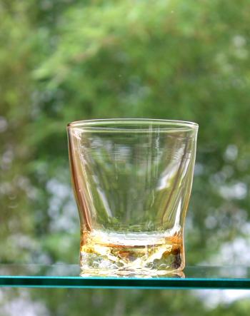 シャンパンアンバーグラス