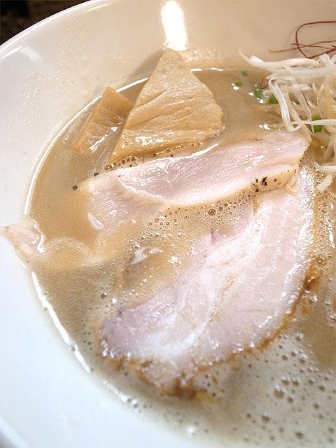 140918飛鶏-鶏白湯そば濃厚バージョン・具