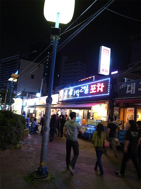 140524打ち上げの焼肉屋-店の前の街並み