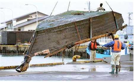 【画像】佐渡沖にまた漂流船 男性遺体、長靴にハングル - 写真 (産経新聞) - livedoor ニュース