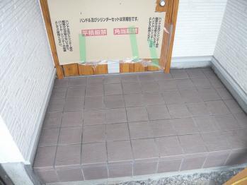 玄関タイル張り