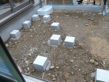 ウッドデッキ束石