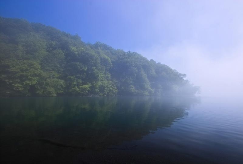 湖水の目覚め