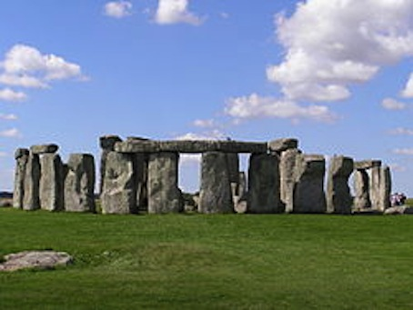 Stonehenge2007_07_30.jpg