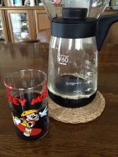 こないだ買ったアイスコーヒーメーカーでコーヒーを淹れてみたがなかなか旨い。まあ水出しコーヒーには及ばない気がするが手前を考えれば充分旨い。 #ハリオ