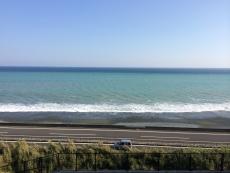 今日は手前が白っぽく沖は濃い色でコントラストが鮮やか。#海 #海photo