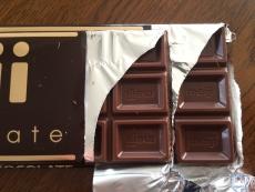 折角なんで両方開けてみた。中も(当然だけど)1ブロックが一回り小さくなってる。3×5に分かれてるのは同じ。 #チョコレート #明治