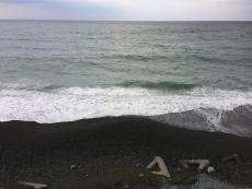 水の色が暗い。空も暗いけど。 #海 #海photo