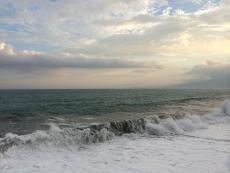 伊豆半島はうっすら見える。#海 #海photo