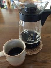 今日はアイスコーヒーキリマンジャロとbitterなアイスコーヒーを混ぜて入れてみた(4:6くらい)。まぁまぁの味。bitterな〜ほど苦すぎないけど、キリマンジャロほどの旨味はない感じ。(当然か) #澤井珈琲