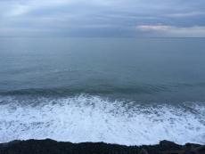 今日は何とも表現し難い色をしてる。 #海 #海photo