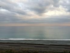 沖にデカい船が。護衛艦か何かだろうか? #海 #海photo