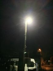 最近LEDになった近所の街灯、やっぱり眩しい。蛍光灯のときより明るいのかどうかはよく分からないが。