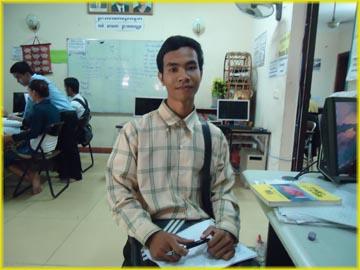 光学校で日本語を教えているラスメイ先生です。