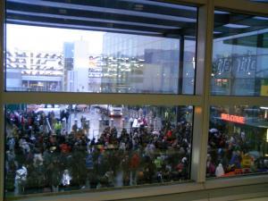 ターミナルの外の大行列