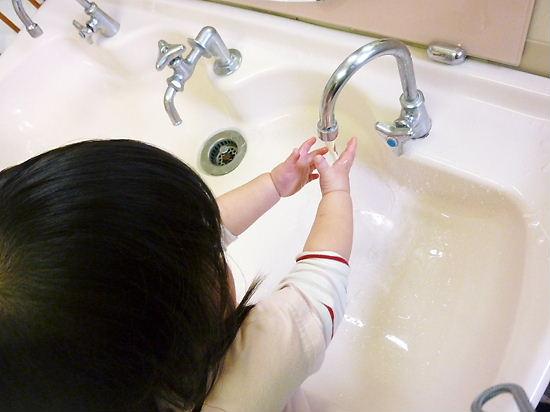 手を洗うのがたのしいでちゅ!