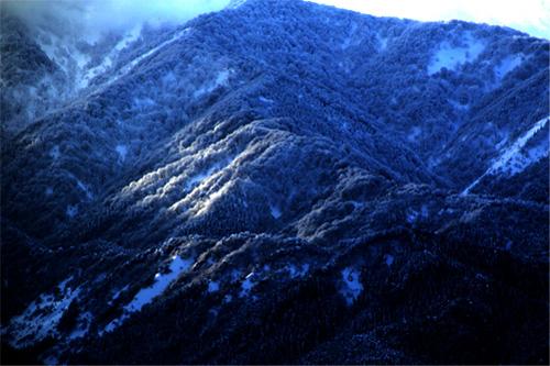 冬山の夜明け