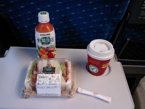 607新幹線内で朝食