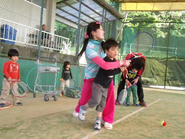 コーチと一緒にボールを打つ!!