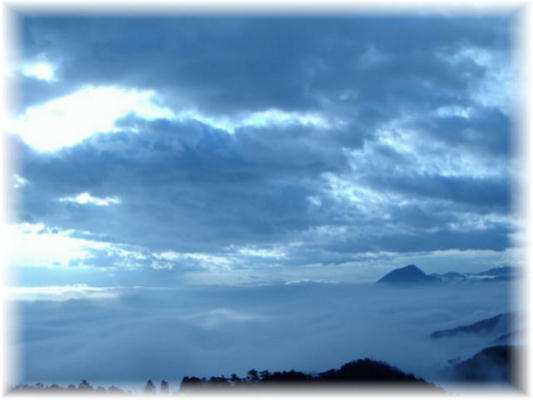 雲海の別府湾