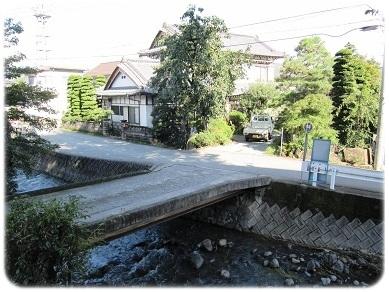旅館入り口の橋