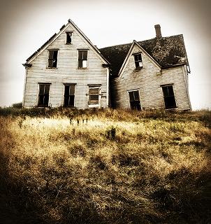 壊れかけた家