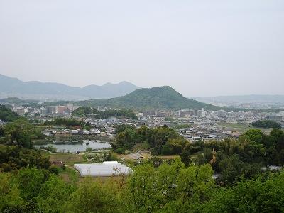 甘樫の丘の展望台から畝傍山を望む