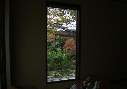 DSC09658 - コピー和室窓ドウダン紅葉