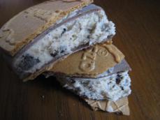 クリスピーサンドチョコレートクッキー&クリーム
