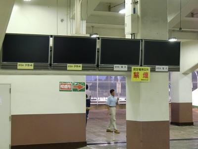 場内テレビも停電