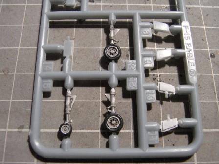 F15J007.jpg