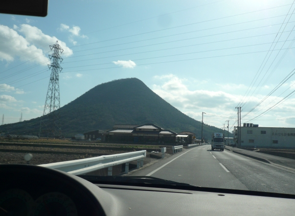 この角度だと山の形がイマイチ。