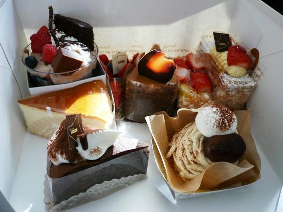 大晦日にケーキ4個食べ収め。