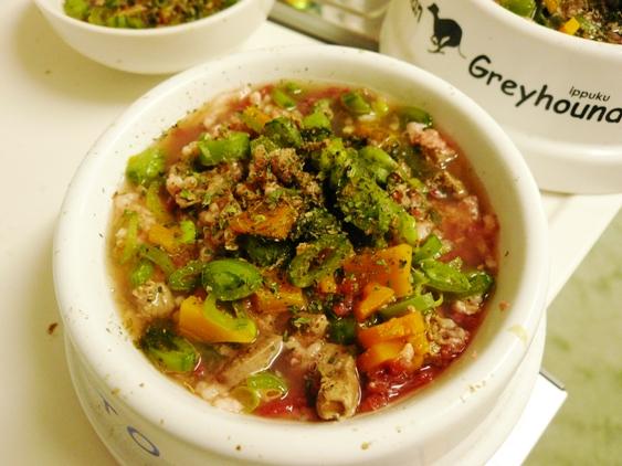 最近の定番。パラパラミンチと野菜スープのごはん