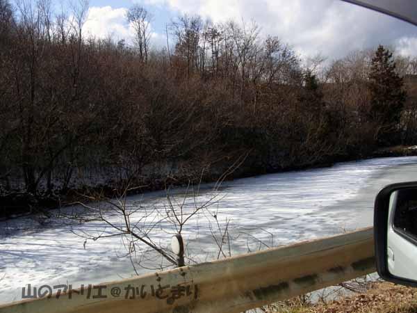 3池が凍っている