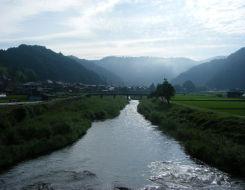 朝早くから・・河川清掃