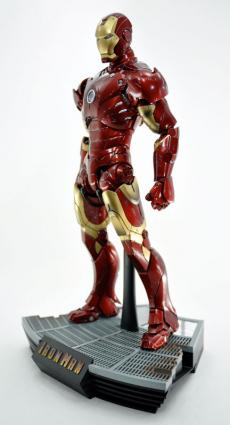 hot-ironman-vd-pose-03.jpg