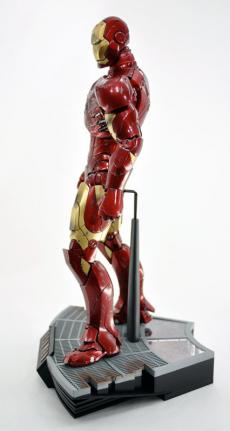 hot-ironman-vd-pose-09.jpg